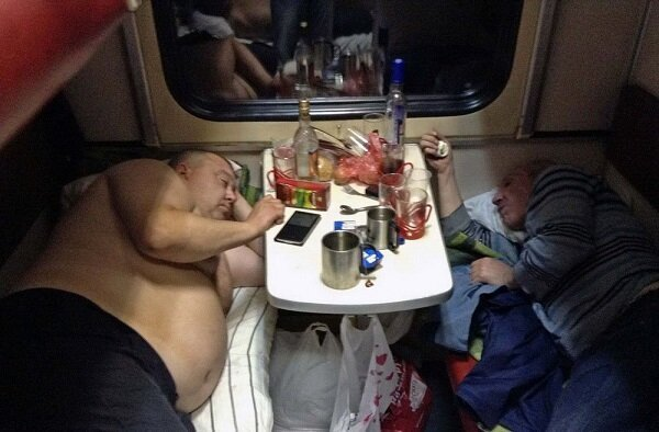 Ужасы и приколы российских плацкартных поездов (120 фото)