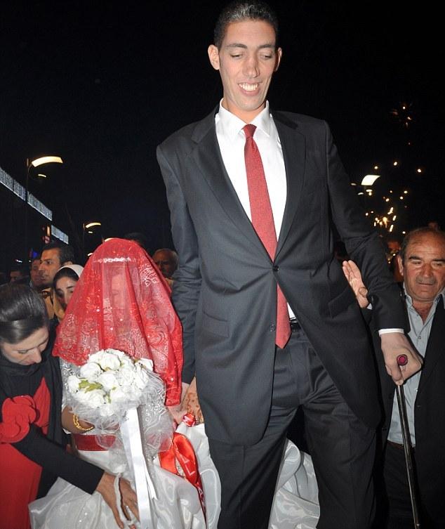 Самый высокий человек в мире-Султан Косен (30 фото)